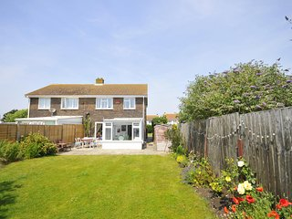 Looney Dunes, Camber - 1 minute to sand dunes, 2 sunny gardens, 3 bedrooms
