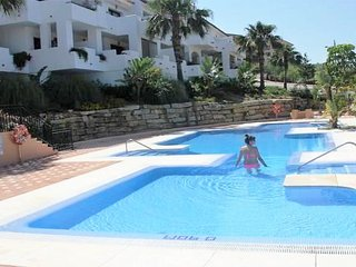 La Duquesa Apartment Sleeps 4 with Pool Air Con and WiFi - 5677566