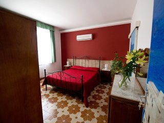 camagna country house scopello room