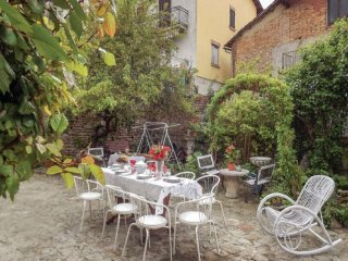 Belvedere Langhe Holiday Home Sleeps 12 with Free WiFi - 5628479