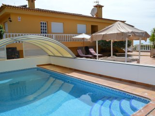 Nice villa, located in the municipality of Sauzal in a quiet residential area .