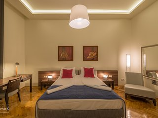 Opera Deluxe Apartment - historic building with high ceiling, A/C, free Wifi