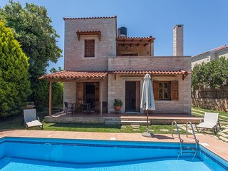 TRADITIONAL STONE VILLA PHAEDRA WITH PRIVATE POOL NEAR BEACH