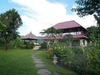 Bajangan Villa Sleeps 6 with Pool Air Con and WiFi - 5677593