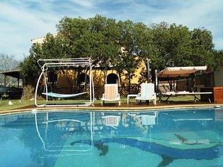 Villa ESTHER, villa with 6 bedrooms, pool and garden near the beach.
