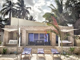 Modern Beach House, Excellent Beachfront, Private Chef, Pool
