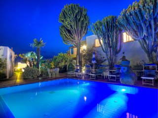 Cuotto Holiday Home Sleeps 14 with Pool Air Con and Free WiFi - 5767476