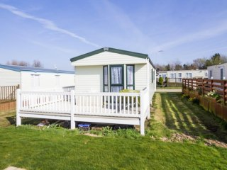 6 berth caravan at Broadland Sands Holiday Park. In Lowesoft, Norfolk. REF 20368