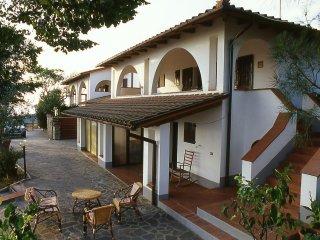 VILLA I PORTICI - Casa Marta con piscina e campo da tennis