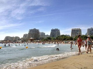 Villa avec piscine a 900 m de la plage et a 2 pas du golf