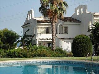 Ref. 2463 Adosada con piscina y jardin a 2 minutos en coche de la playa