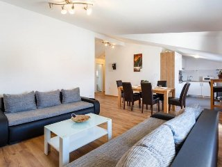 Bright and Spacious Top floor Flat Mira