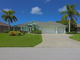 Lovely South Facing Waterfront Villa, 3/2