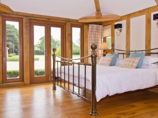 Fabulous Luxury Oak Lodge, nr Henley in Arden, Stratford-upon-Avon, Warwick