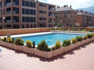 Pisazo En Jaca terraza  directo a la piscina 8/9 Personas