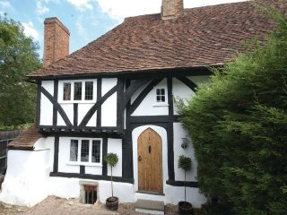 Lovely 15th Century Cottage on historic Mote Park setting