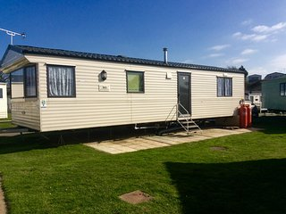 St Osyths 6 berth Spacious Caravan for hire with lakeside view