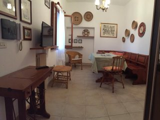 La finestra sugli ulivi-two bedroomed apt with air conditioning