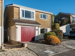 Calleva holiday property in Lyme Regis.  Sea views, WiFi, pet friendly, sleeps 6