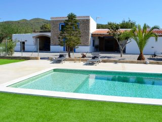 CHARMING COUNTRY HOUSE WITH POOL, BBQ, 5.5KM FROM THE NEAREST BEACH -BENIRRAS-