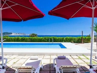 HOUSE WITH POOL, SPECTACULAR SEA VIEWS AND ONLY 3 MIN. WALKING TO THE BEACH -ET-