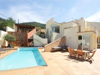 Modern country house with pool, sea views and 3km from the closest beach Cala Ta