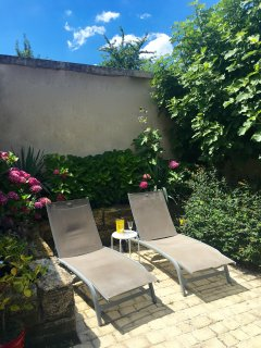 Lavender Cottage - Loungers in the Large Private Terrace