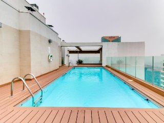 Cozy studio condo with shared pool, hot tub and great location in Las Condes!