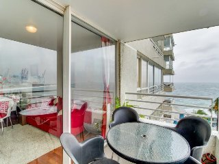 Colorful oceanfront condo w/ a shared pool, a mini bar, beach nearby!