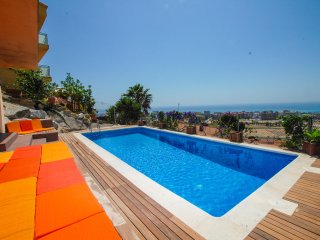 Villa Miramar - fabulous sea views, pool, wifi.