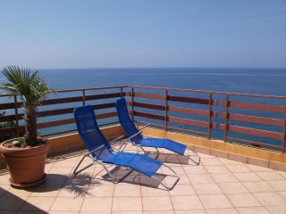 Aparment with sea view and big teracces (5 beds) in Sutomore in Montenegro
