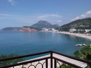 Apartment with sea view and a long balcony (5 beds) in Sutomore in Montenegro