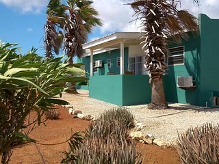 Bonaire16C, unwind at this tranquil apartment.