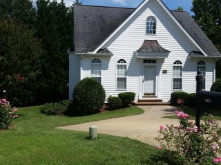 Entire tidy and cozy 2/1 home in prime location