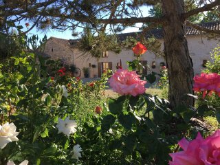 La Chouette:  spacious 4 bedroom gite, swimming pool, large gardens, play area