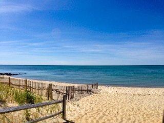 Short Walk to Beach & Affordable, sleeps 5, A/C - BR0657