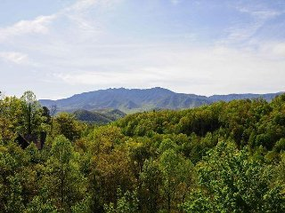 Fantastic LeConte View From This 3 Bedroom 3 Bath Chalet  Lots Of Amenities