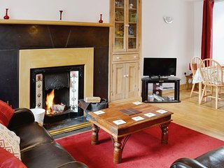 Bron View, Mountain Views, Cosy, Fireside Cottage, Dog Friendly