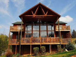 4 Bedroom / 4.5 Bath Log Home, Hot Tub, Pool Table, Mountain View