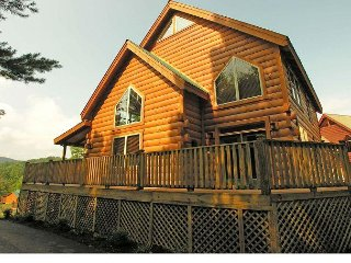 2 Bedroom / 2 Bath Log Cabin, Mtn. Views, Hot Tub, Pool Table, Gas Fireplace