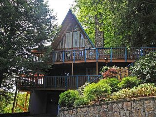 5 Bedroom / 4.5 Baths, Stunning Mtn. Views, Hot Tub, Pool Table, Wet Bar