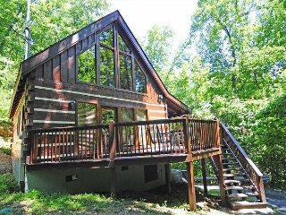 2 Bedroom Log Cabin Wooded Location