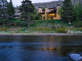4BR, Sleeps 12, On The Creek, Walk to Slopes, Gorgeous Mountain Modern Home