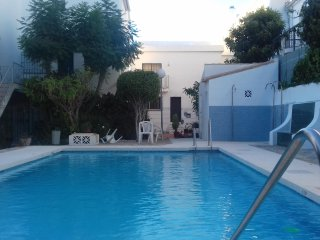 Townhouse in Calahonda with roof terrace only 700m to the beach