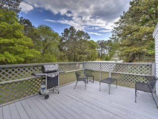 Quiet Harwich Cottage on Cape Cod w/ Deck & Grill!