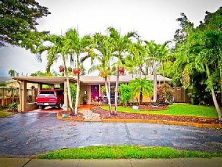 Adorable Clean Pet Friendly House Close to Beaches, Wilton Manors
