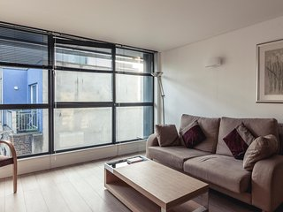 Central, Quiet, Modern & Spacious - Very close to Farringdon Tube station