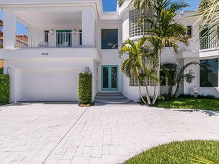 Fort Lauderdale Waterfront Mansion w/ Pool & near the Ocean