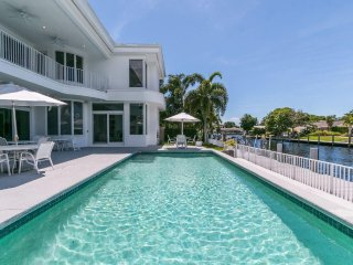 Fort Lauderdale Waterfront Mansion w/ Pool walk to Beach