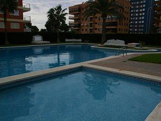 Bonito apartamento de dos habitaciones con piscina en la playa,     costa brasil